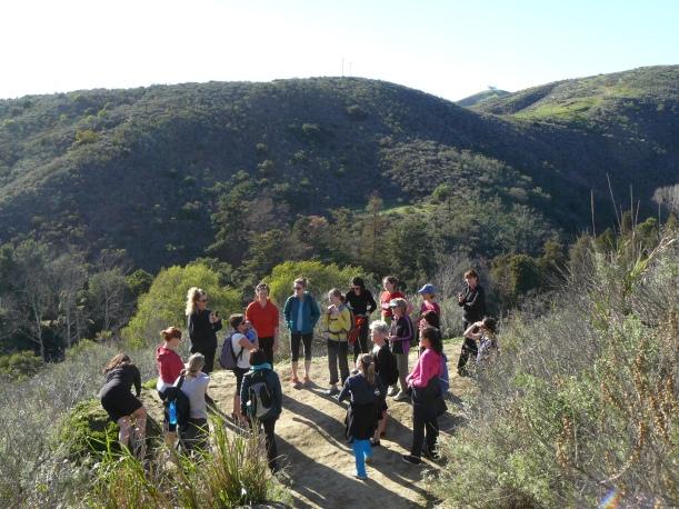 На лекция - разходка с Кейти Боуман по хълмовете над Института по ресторативно движение, Калифорния
